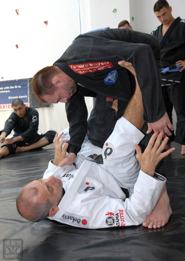 Photo by Seymour Yang, featured in Artemis BJJ Bristol Brazilian Jiu Jitsu Interview with Ricardo de la Riva in action