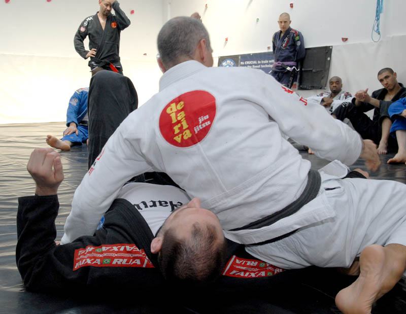 Photo by Seymour Yang, featured in Artemis BJJ Bristol Brazilian Jiu Jitsu Interview with Ricardo de la Riva in action2